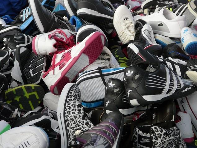 Marchi contraffatti: 9mila scarpe sportive sequestrate a Brindisi
