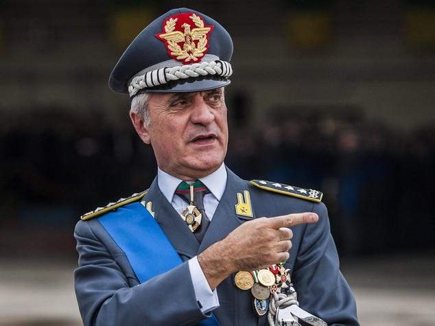 CRONACA: Rivelò segreti istruttori: nterdettto il generale Mango