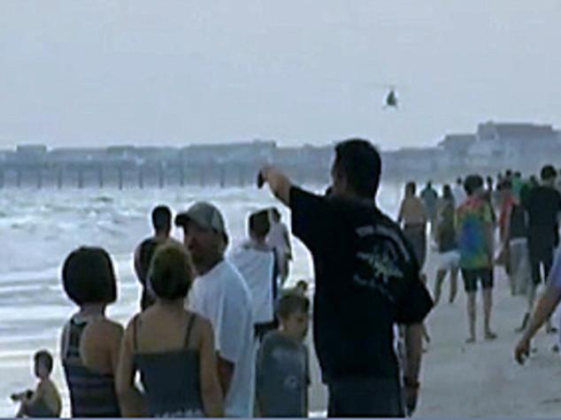 Terrore in spiaggia in North Carolina: due attacchi di squalo in 90 minuti, due adolescenti gravemente mutilati