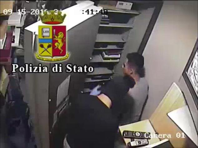 Rapine: due arresti per assalto in gioelleria nel centro di Lecce - VIDEO