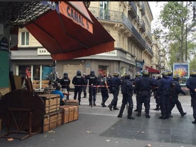 Terrorismo, operazione polizia nel centro di Parigi
