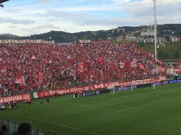 Tifoso muore dopo malore durante derby Perugia-Ternana