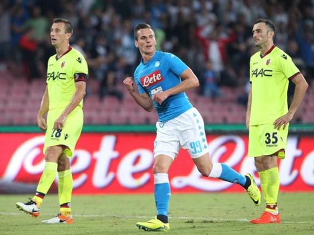 Doppietta di Milik al Bologna e il Napoli vola in testa