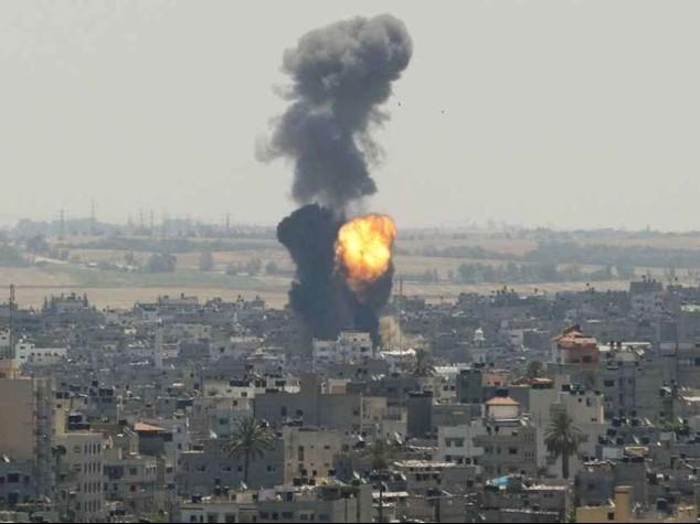 Gaza: lanci di razzi e nuovi raid Diplomazia al lavoro per tregua