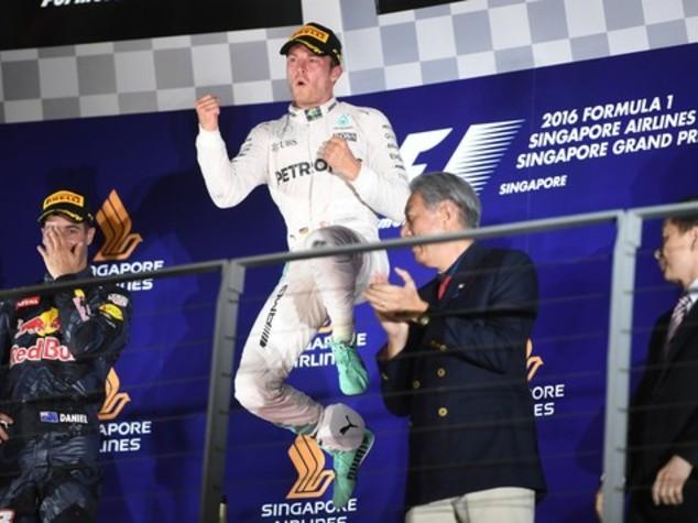 Gp Singapore, vince Rosberg e si porta a comando mondiale