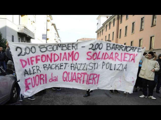 Sgomberati due centri sociali, guerriglia a Milano - Video
