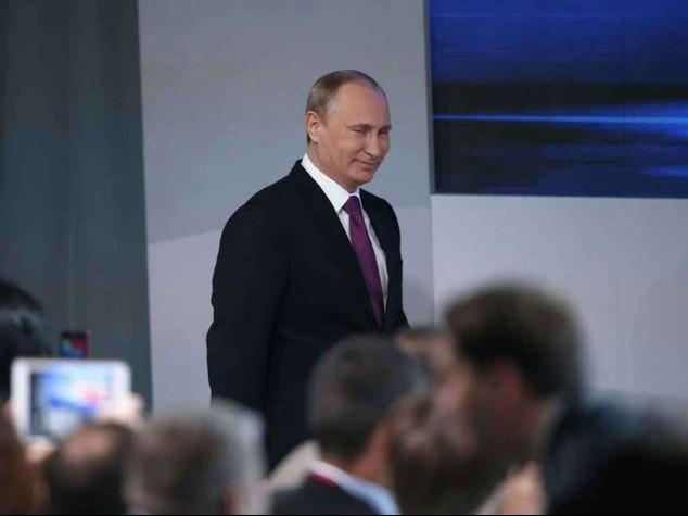 """Putin, crisi provocata da esterno """"Possibile ulteriore calo petrolio"""""""