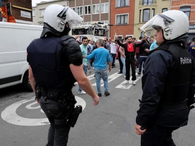 Attacca con coltello ambasciata israeliana ad Ankara, ferito