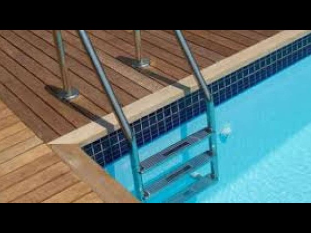 Pelle: nessun danno dal cloro nelle piscine, studio italiano
