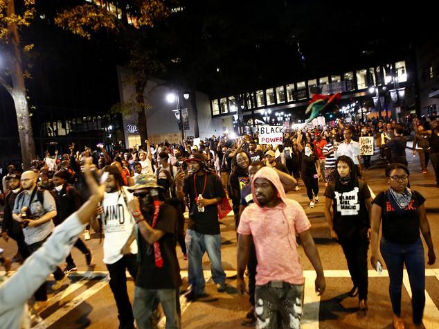 Terza notte di proteste a Charlotte nonostante il coprifuoco