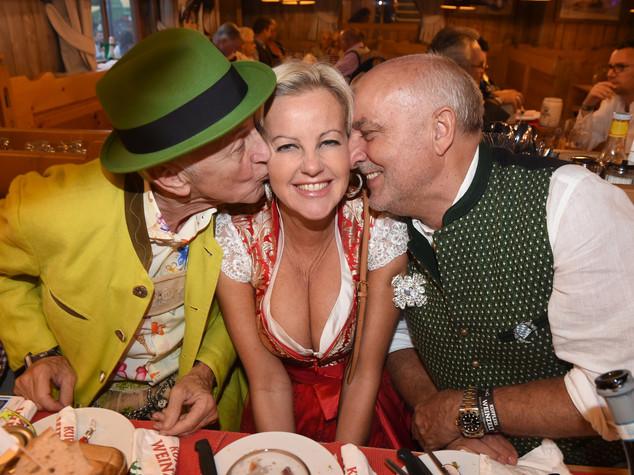 Pioggia annacqua l'Oktoberfest, dimezzate le presenze