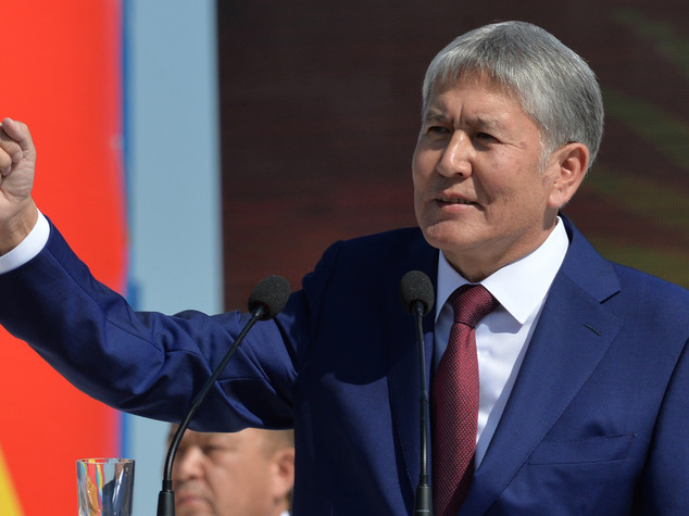 Kirghizistan: presidente arrivato a Mosca per cure mediche