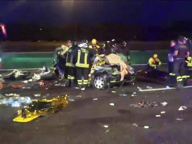 Tir travolge auto su A4, distrutta una famiglia