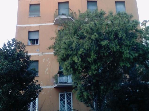 """Crollo palazzina Roma, testimone """"vivi per miracolo"""""""
