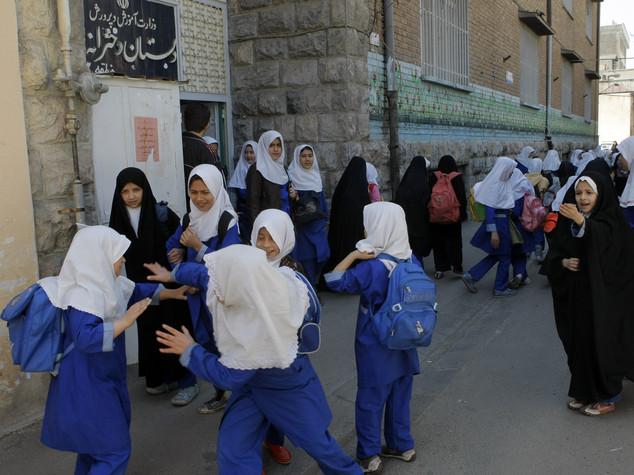 Iran: al via anno scolastico, in 13,5 mln tornano dietro al banco