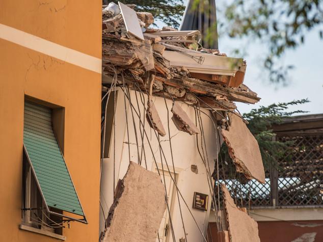 Crolla palazzina a Roma, era stata evacuata -  FOTO