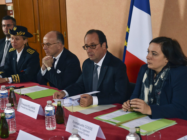 """Hollande a Calais, su migranti """"inglesi facciano la loro parte"""""""