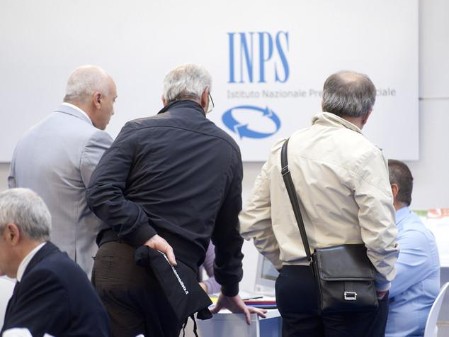 Sussidi a morti e 'finti' italiani, 35 indagati Agrigento