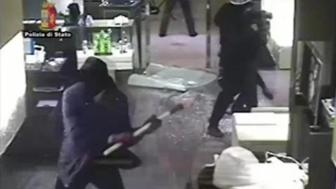 Rapinarono gioielleria in centro a Firenze, 8 arrestati -   VIDEO