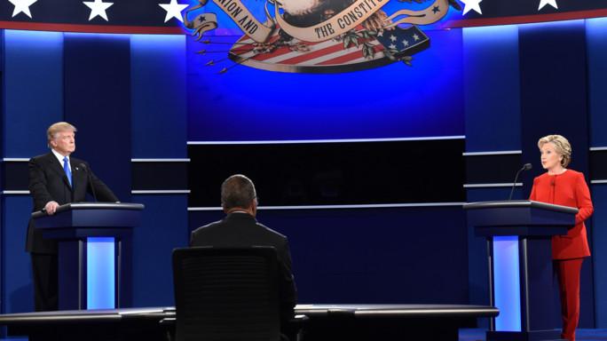 Duello con scintille, Clinton vince ai punti -   FOTO