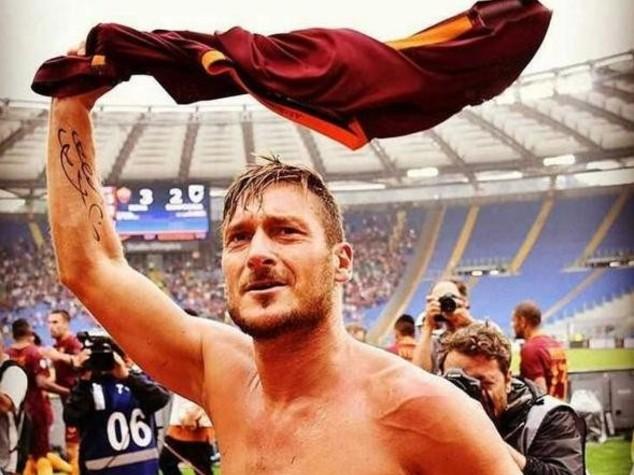 "Da Messi a Verdone,""pioggia"" di auguri per i 40 anni di Totti"