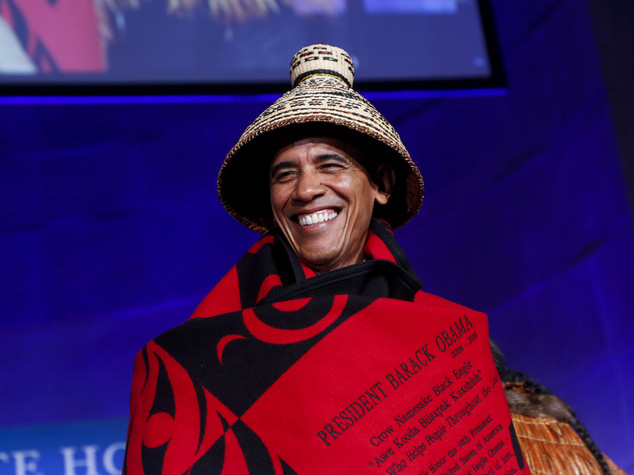 Obama-Aquila Nera, saluto in costume ai nativi americani