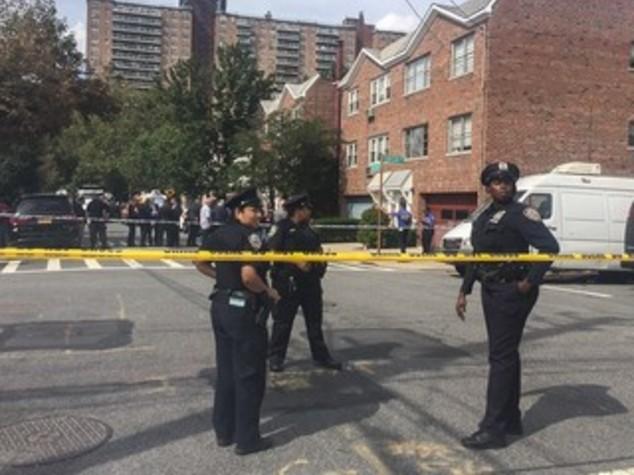 Un pompiere morto e 7 persone ferite in esplosione Bronx