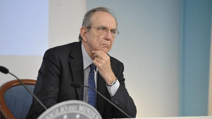 """Alitalia, Padoan: """"Governo non disponibile ad aumento capitale"""""""