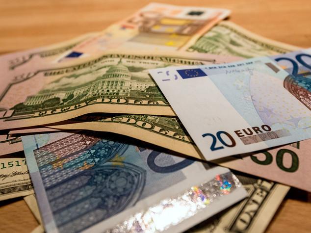 Euro apre stabile, poco sotto 1,12 dollari