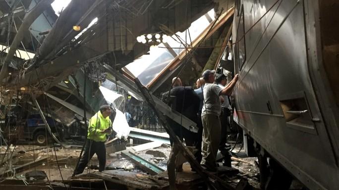 Deraglia treno in New Jersey, 1 morto e 114 feriti - Video/Foto