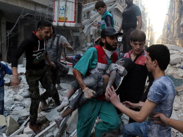 Siria: il medico di Aleppo, vi racconto il sangue lavato via ogni giorno