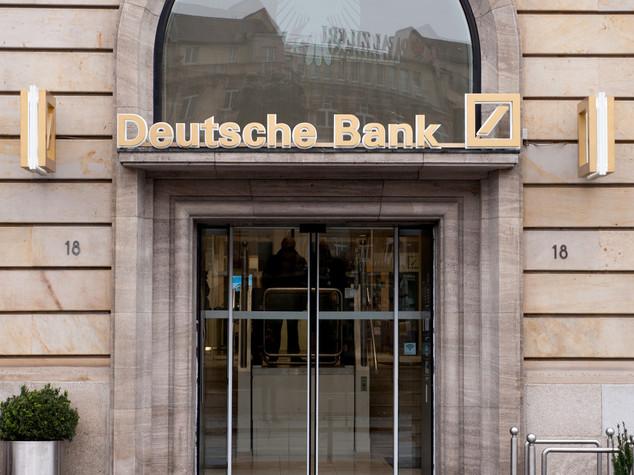 Borse europee riducono perdite ma Deutsche Bank deprime listini