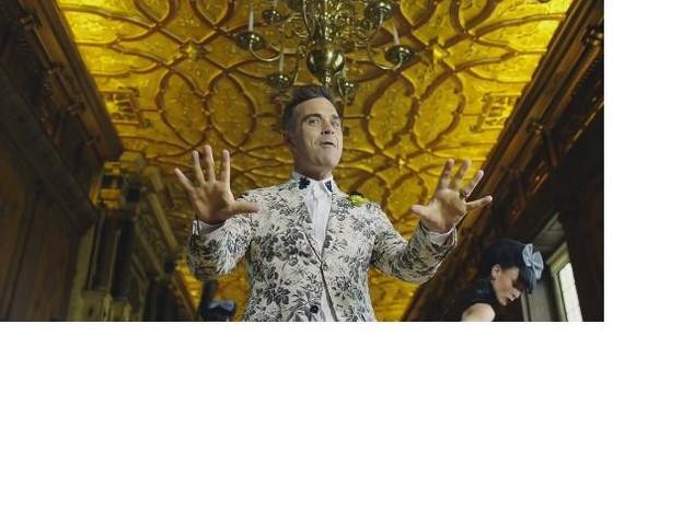 Robbie Williams, ecco il nuovo singolo Party Like A Russian