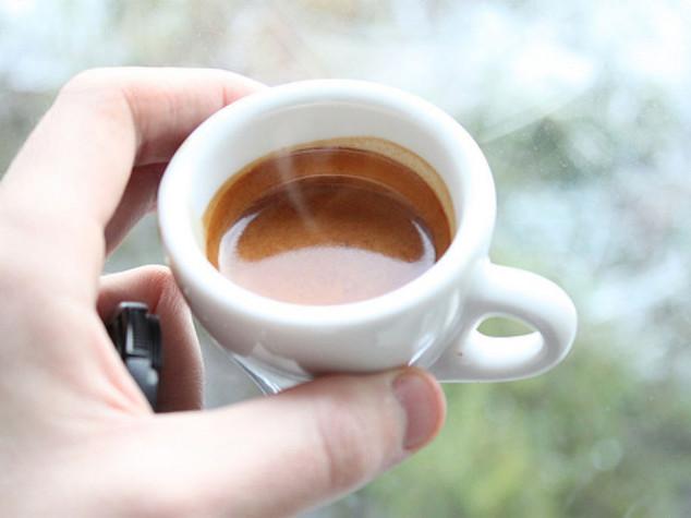Italiani popolo della moka, 97% non rinuncia al caffè