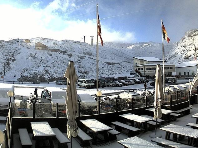 Temperature giù in montagna, cade la prima neve in Alto Adige