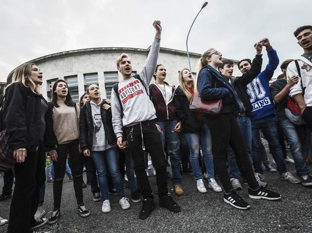 Comincia l'autunno caldo della scuola, studenti in piazza