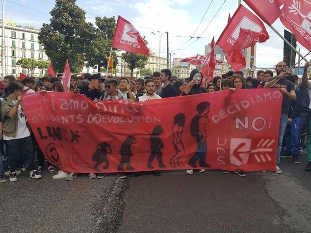 Cortei in tutta Italia, studenti in piazza contro Buona Scuola