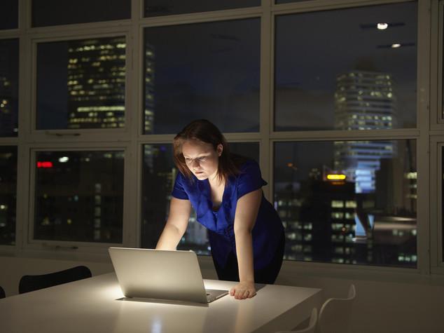 Tumori: nessun rischio in piu' per le donne che lavorano di notte