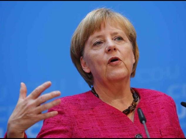 """La Merkel boccia Italia e Francia """"Riforme insufficienti, fare di piu'"""""""