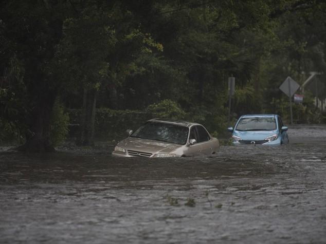 Uragano Matthew fa 5 morti in Florida, declassato a categoria 2