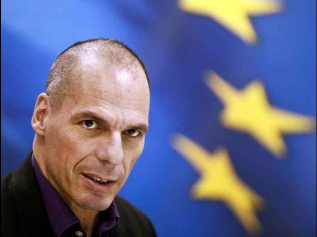 """Varoufakis, no dell'Ue al piano? """"Faremo referendum sull'Euro"""""""