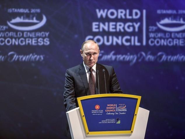 Energia: Putin, presto per dire che era idrocarburi al tramonto