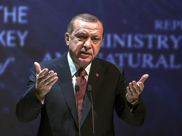 Turchia: Erdogan, non fissarsi con Ue; meglio il patto di Shangai
