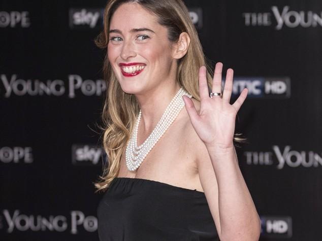 Maria Elena Boschi 'illumina' il red carpet di Young Pope
