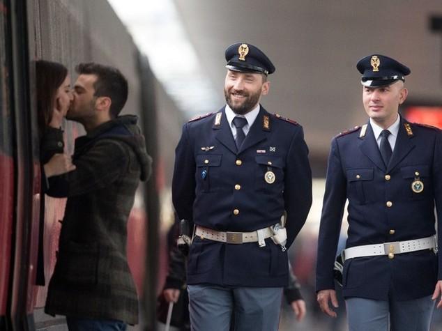 """La """"Polizia che non t'aspetti"""" nelle foto di Massimo Sestini"""
