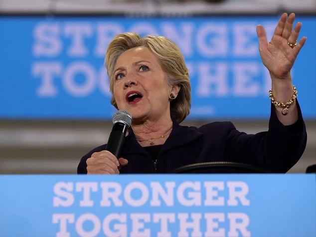 Hillary Clinton stacca Trump nei sondaggi