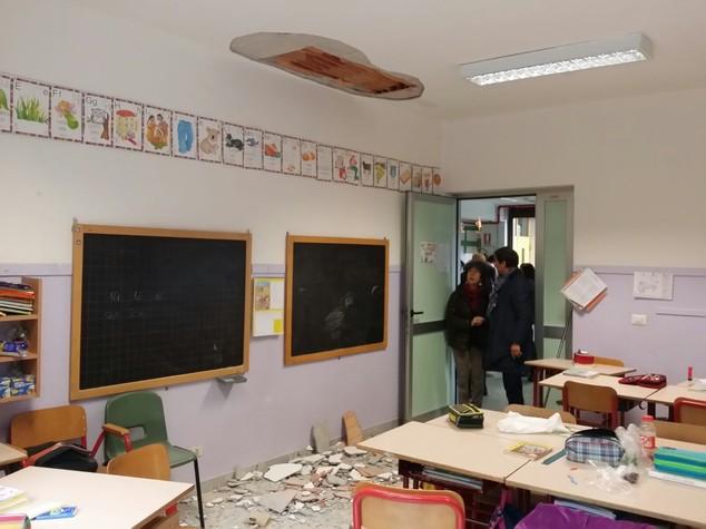 Crolla controsoffitto in scuola Torino, ferita una bambina