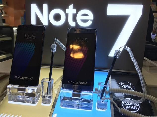 Effetto Galaxy Note 7, Samsung taglia stime utili del 33%