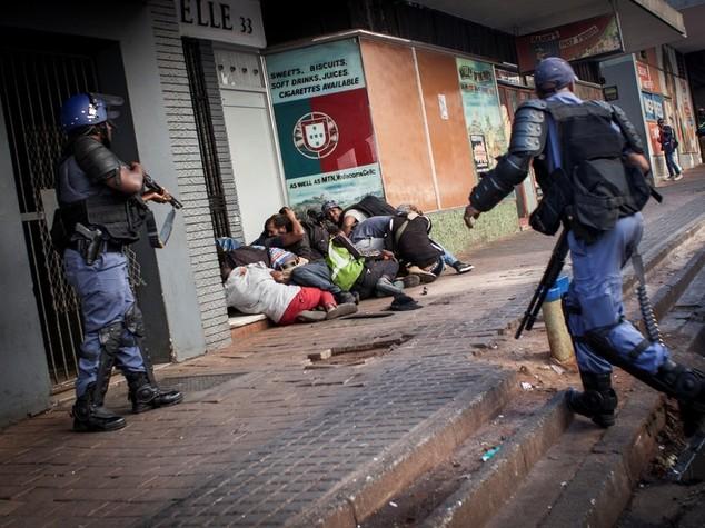 Sudafrica: scontri all'universita', ferito un gesuita