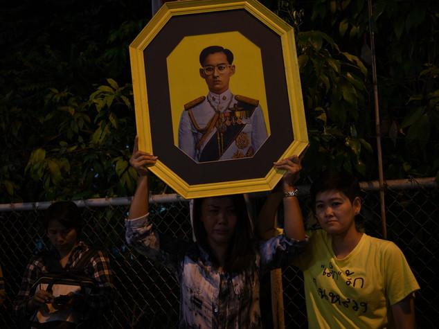 Morto il re della Thailandia, un anno di lutto nazionale